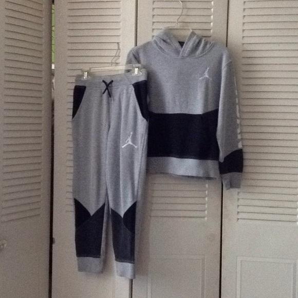 3ff33681660 Nike Air Jordan Boys  2 pc Jogging Suit. M 5b3bee4f3e0caacc7355c00b